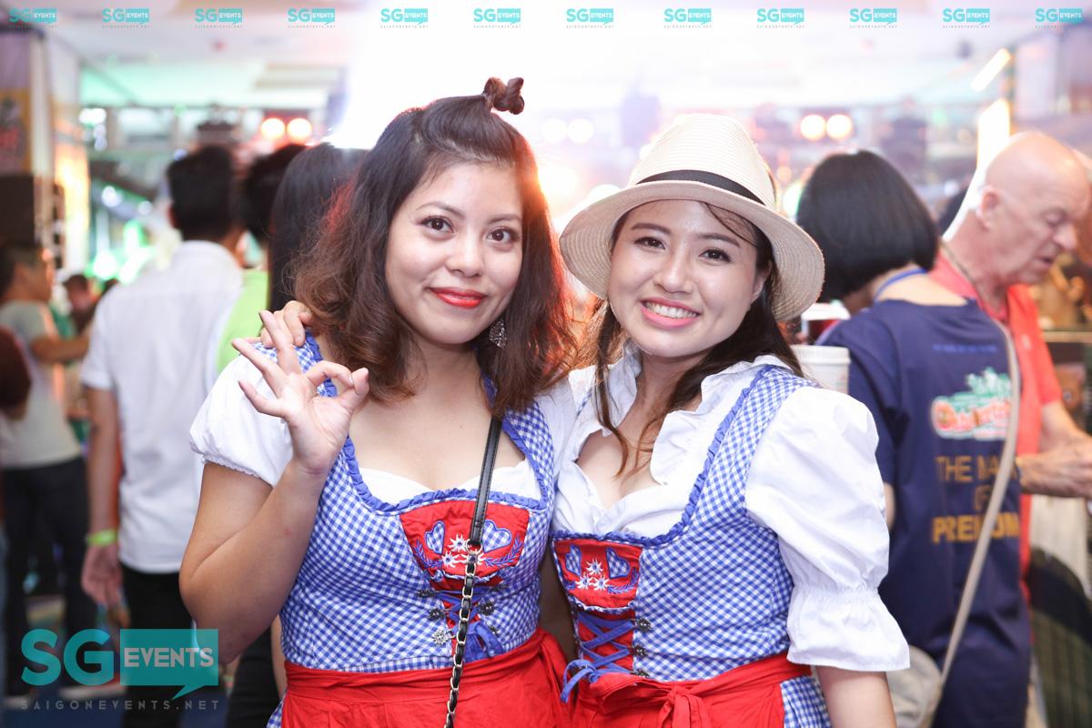 Chụp hình lễ hội bia Đức Oktoberfest